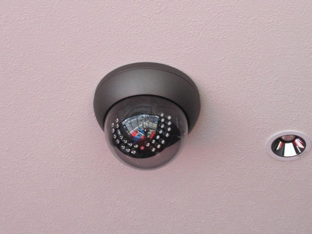 ドーム型監視カメラ