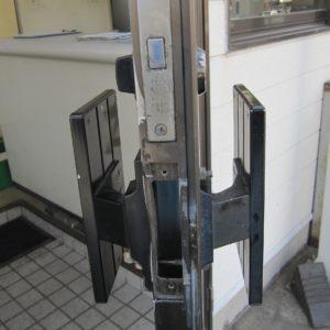 玄関ドア鍵破損