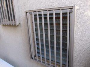 ガラスルーバー窓 防犯