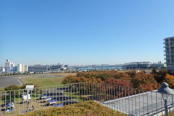 防災体験学習施設「そなエリア東京」屋上よりヘリポート眺望