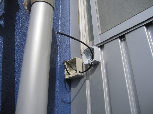 バレット型監視カメラ:配線・取付用ベース設置