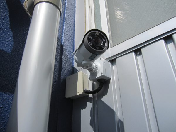 バレット型監視カメラ:カメラ本体設置完了