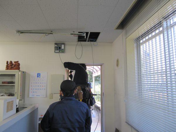 出入管理システム・アズビル「IDSMART-Ⅱ」施工中
