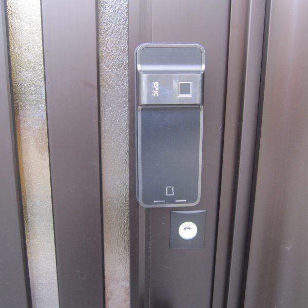遠隔地レンタルスペース後付け電子錠・EPIC電子錠「ES-F500」室外機設置完了