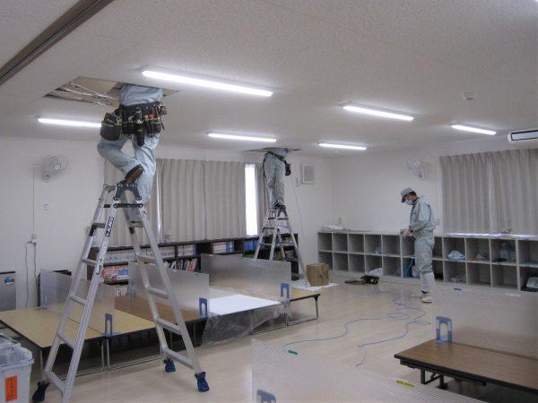 教育施設・学童保育の防犯対策:ネットワークカメラ用LANケーブル天井配線