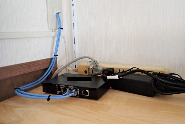 教育施設・学童保育の防犯対策:ネットワークカメラ用スイッチングハブ設置