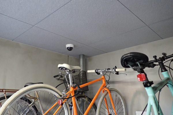 防犯優良マンションの自転車置場:防犯カメラとサイクルラック