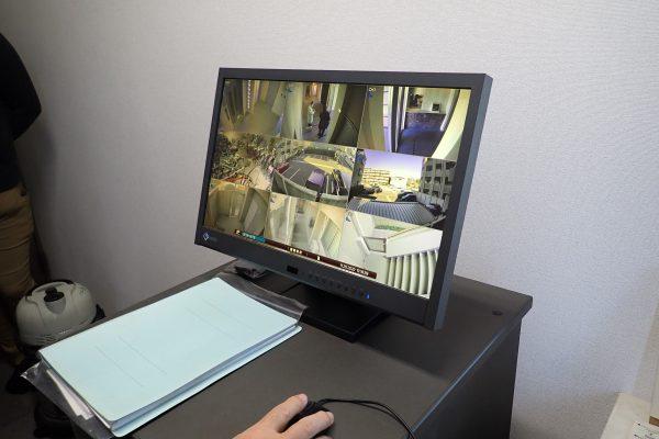 防犯優良マンション:管理人室での防犯カメラモニタリング・録画