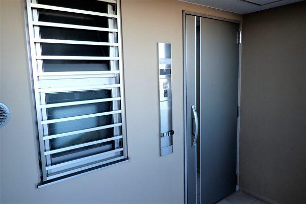 防犯優良マンションの専有部分:防犯建築部品認定の玄関ドア・インターホン・防犯面格子
