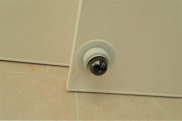 防犯優良マンション:共用玄関・エントランスの防犯カメラ