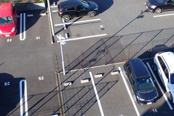 防犯優良マンションの駐車場:防犯カメラと防犯灯