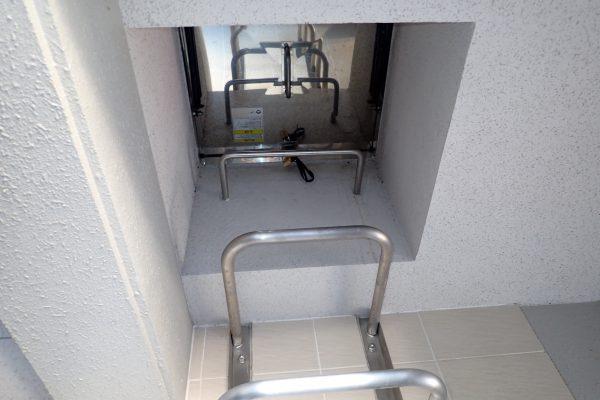 防犯優良マンション:屋上からの「下がり蜘蛛」のベランダ侵入を防ぐ屋上ハッチ施錠