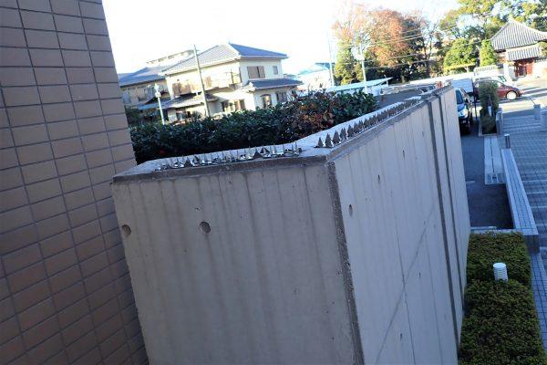 防犯優良マンションの外構・フェンス:効果的な高さのフェンスと忍び返し