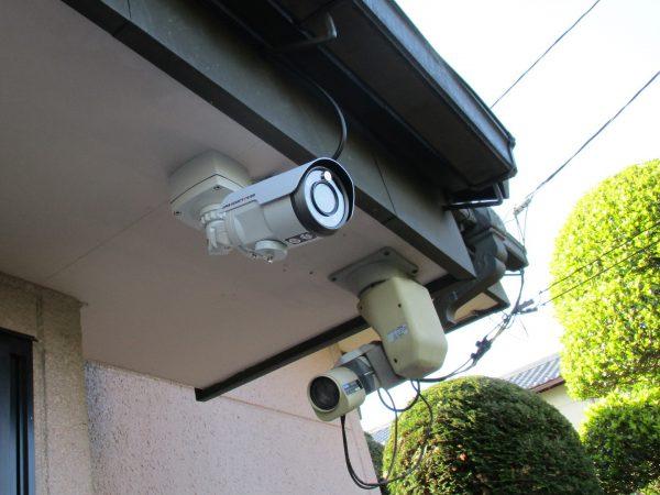 邸宅・ガレージの防犯対策:バレット型防犯カメラ本体の設置