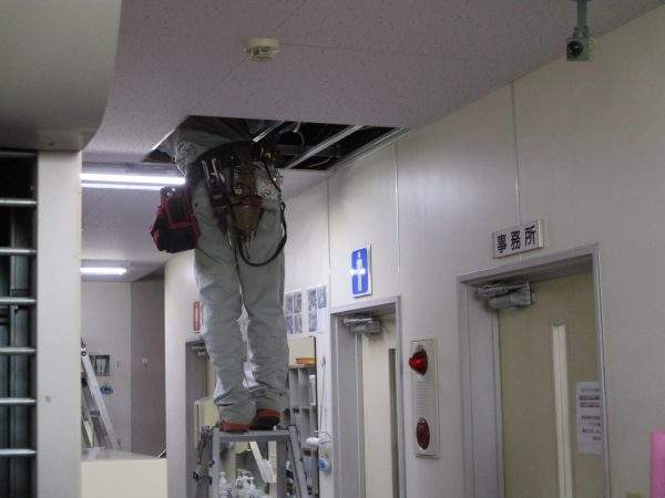 食品工場「食の安全」「生産管理」ワンケーブル監視カメラ用同軸ケーブル天井内配線