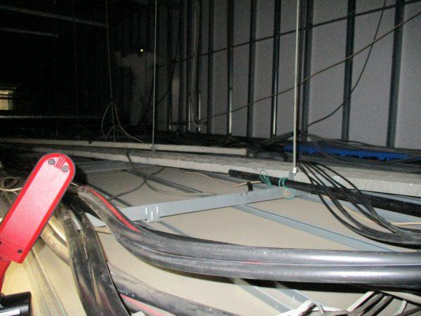 食品工場「食の安全」「生産管理」監視カメラ用同軸ケーブル天井内配線